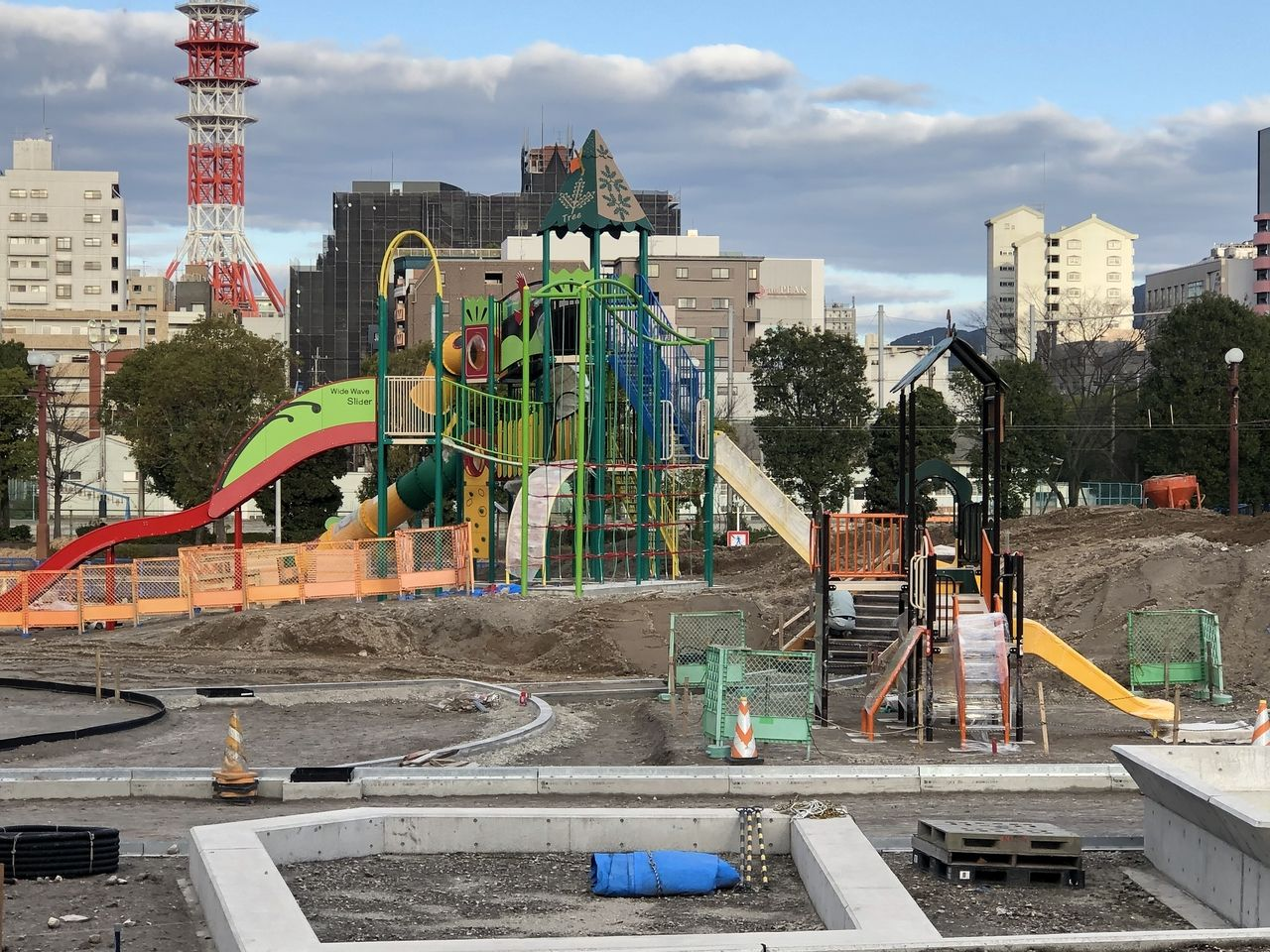 鹿児島市加治屋町 旧市立病院跡地は大きな公園になろとしています。