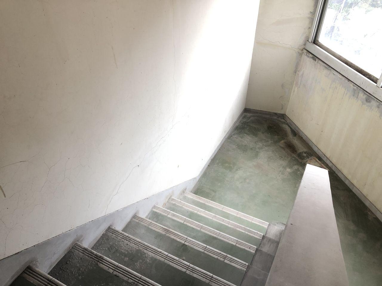 綺麗に掃除された後の階段