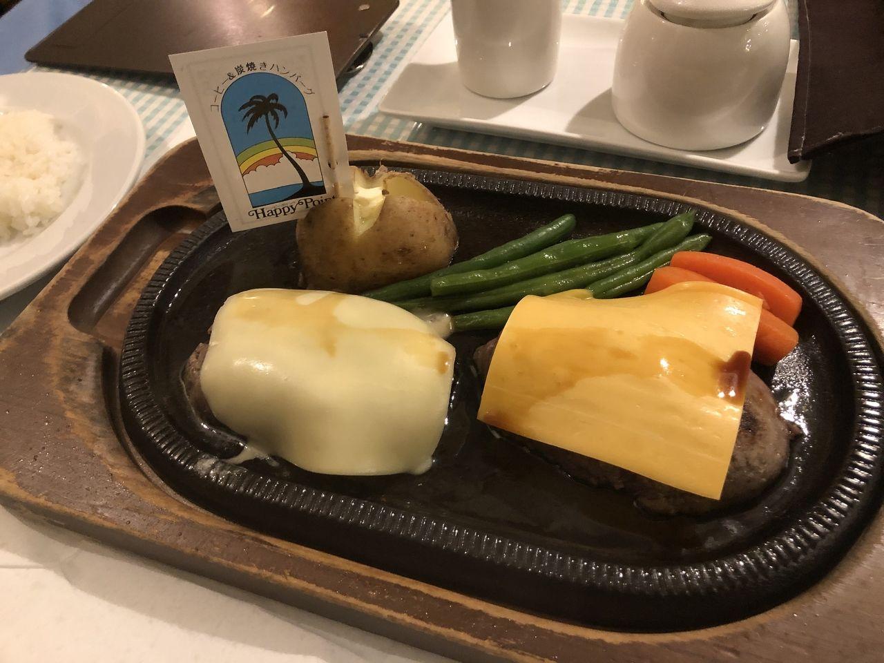 妻の夕食はチーズハンバーグです。