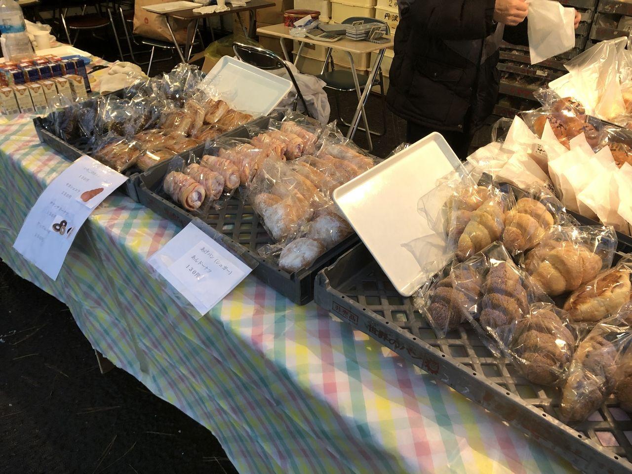 第39回いぶすき菜の花マラソンでパン屋さんもあり、こちらでも妻がパンを買っていました。