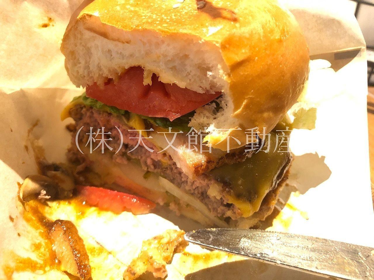 鹿児島市山之口町のNikanbashi Burger Barはボリューム満点です。