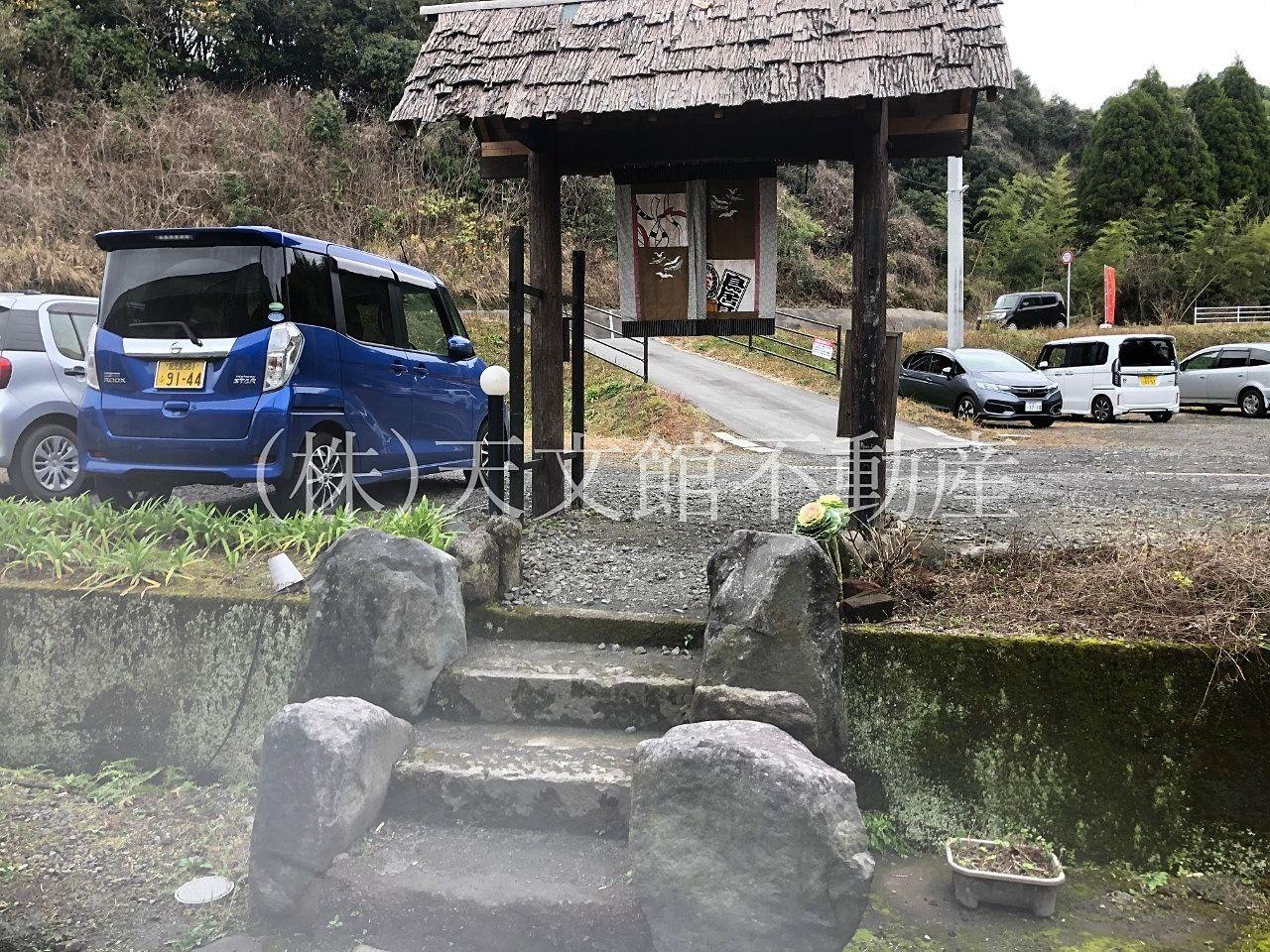 霧島市隼人町小浜のKITCHEN Qの駐車場です。