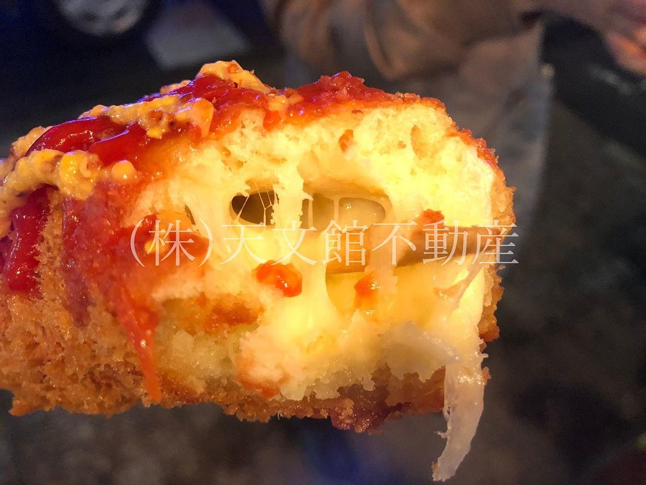 鹿児島市樋之口町の和牛門のチーズドッグはチーズがたっぷり入って美味しいです。