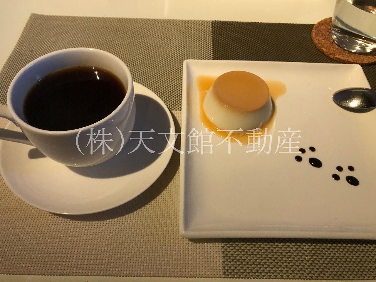 鹿児島市城山町「DINIZ CAFE (ジニスカフェ)」は最後にババロアとコーヒーも出てきます。