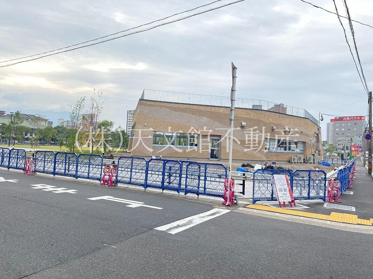 鹿児島市加治屋町に出来た加治屋まちの杜公園は交通機関も便利な場所にあります。マンションの多い商業地域にお住まいの方は、是非、加治屋まちの杜公園に行ってください。