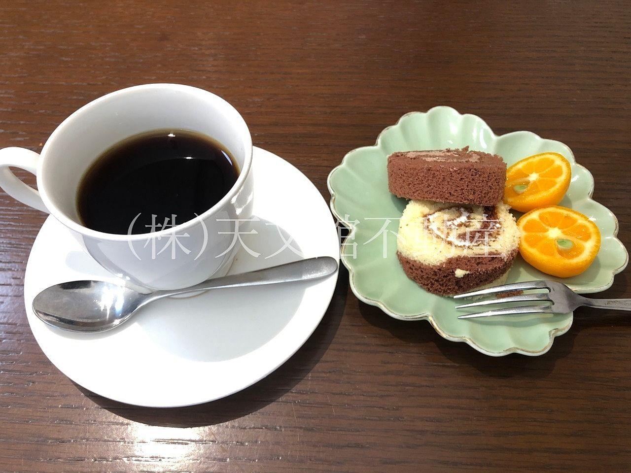最後にケーキとコーヒーも頂きました。甘くておいしいデザートでした。