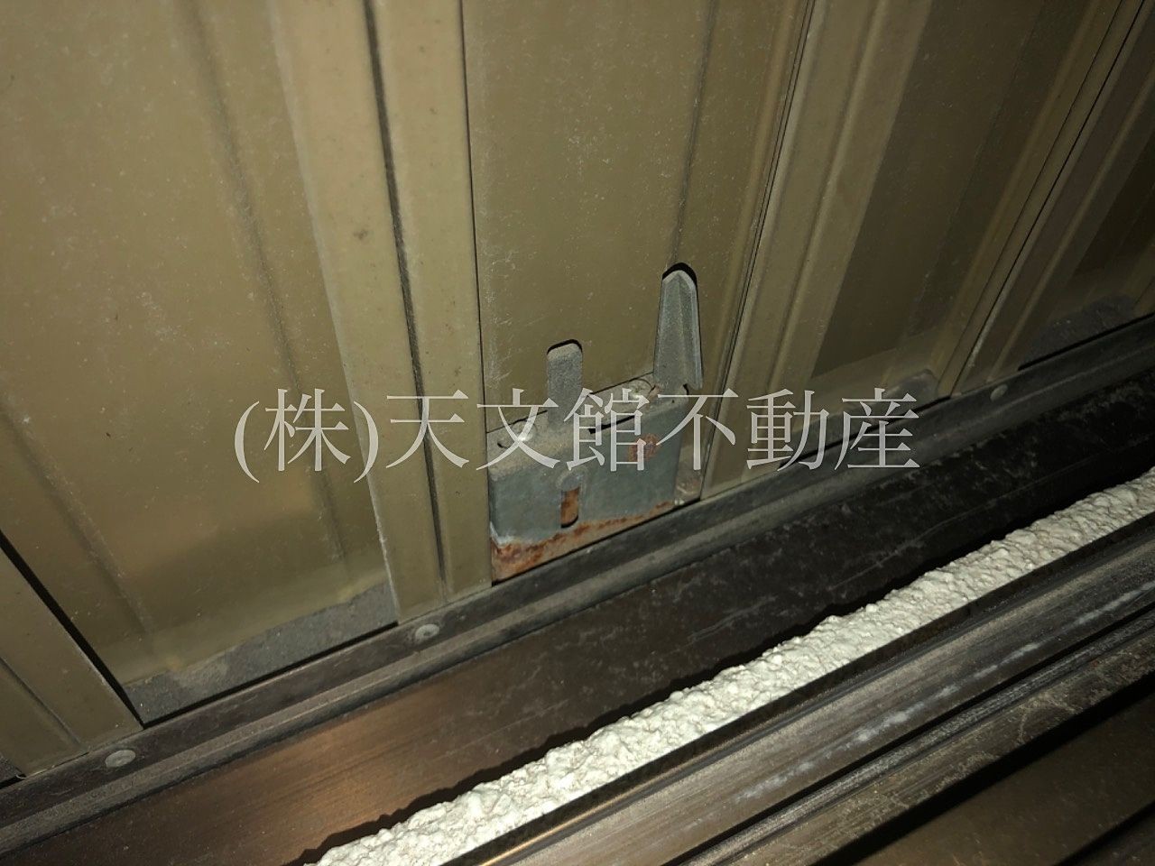一年に一回か二回しか雨戸は閉めないので鍵の開閉はチェックが必要ですね。