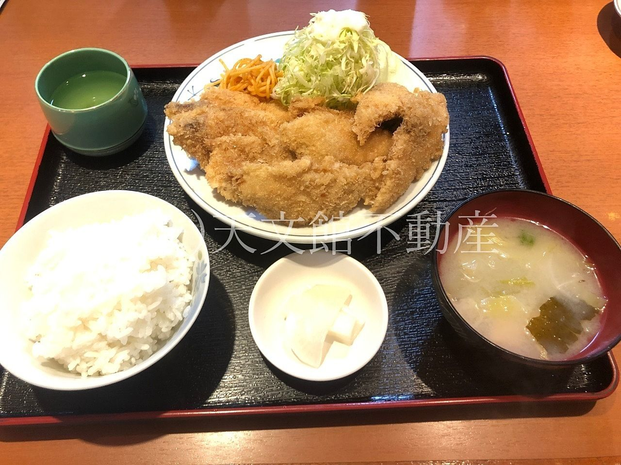 鹿児島市高麗町の気安の白身フライ定食の大盛りです。おすすめだけど食べきれないです。