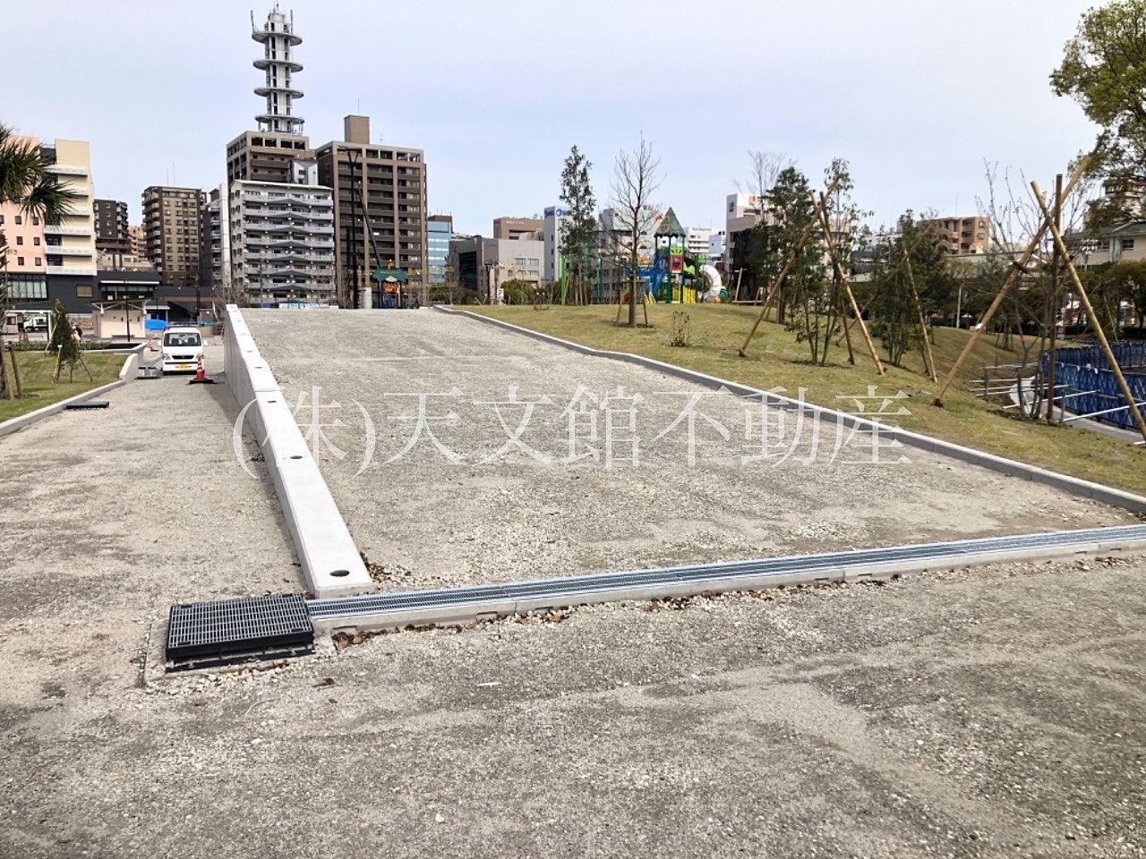 鹿児島市加治屋町の加治屋町の杜公園の南側には大きなスロープが出来ていました。