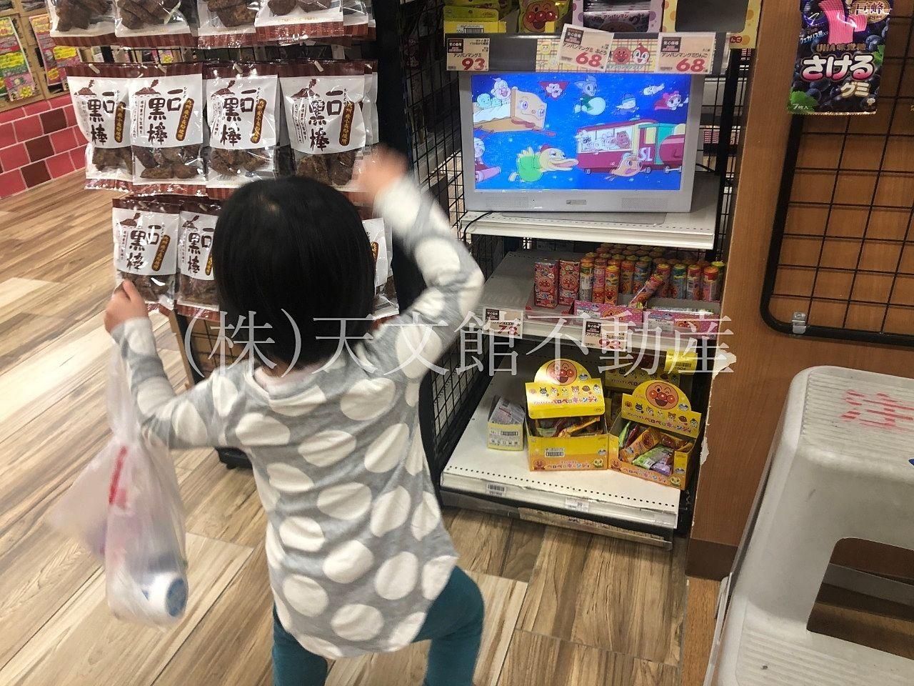 鹿児島市鴨池新町のスカイマーケット鴨池店はお菓子コーナーの種類も多くて助かります。