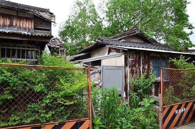 外観も内装も老朽化が激しい家でも解体し売地で売却すれば売れる事もあります。