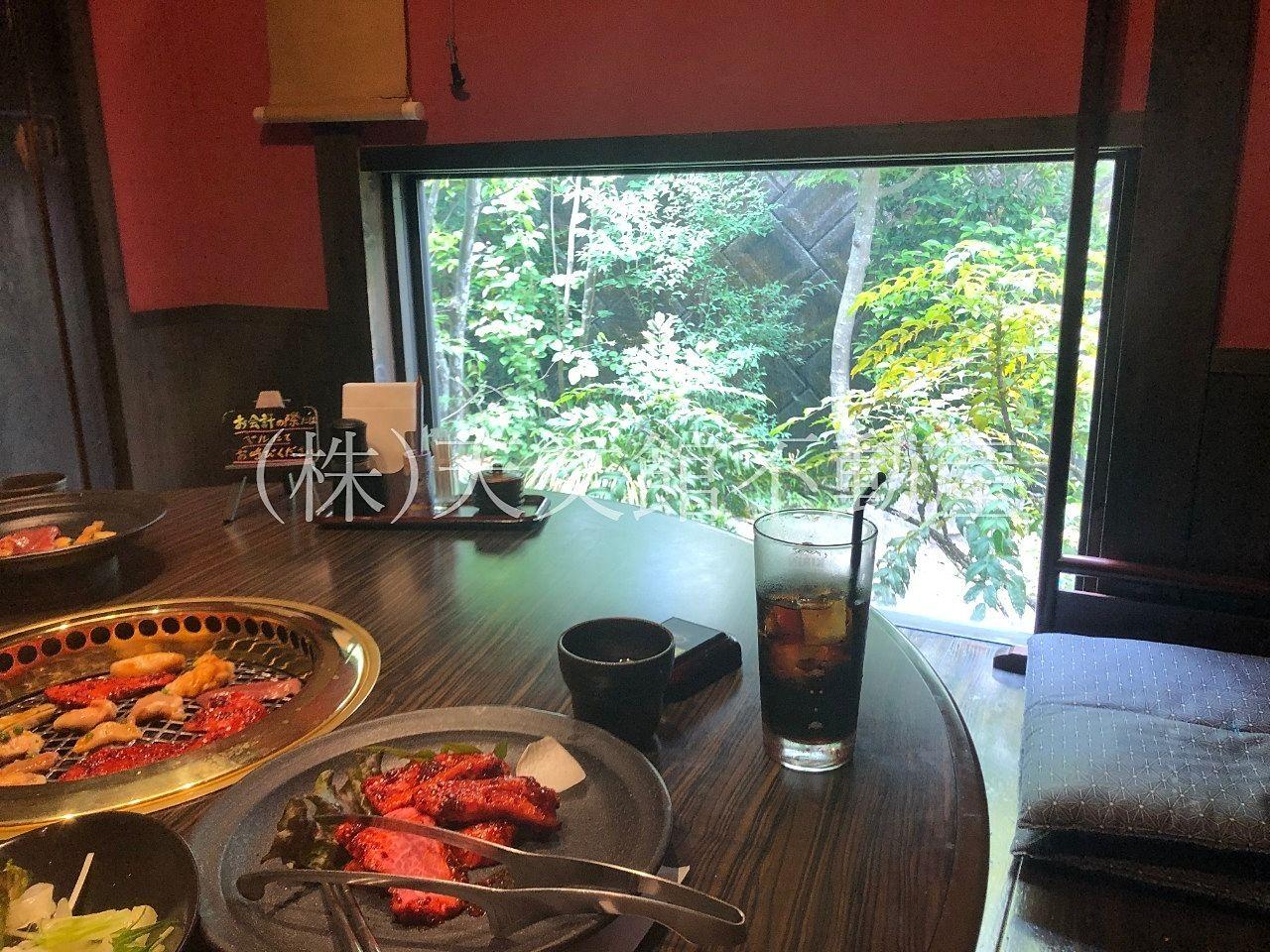 鹿児島県日置市伊集院町猪鹿倉の焼肉・たべもの処松風の個室の雰囲気は最高に落ち着く空間です。