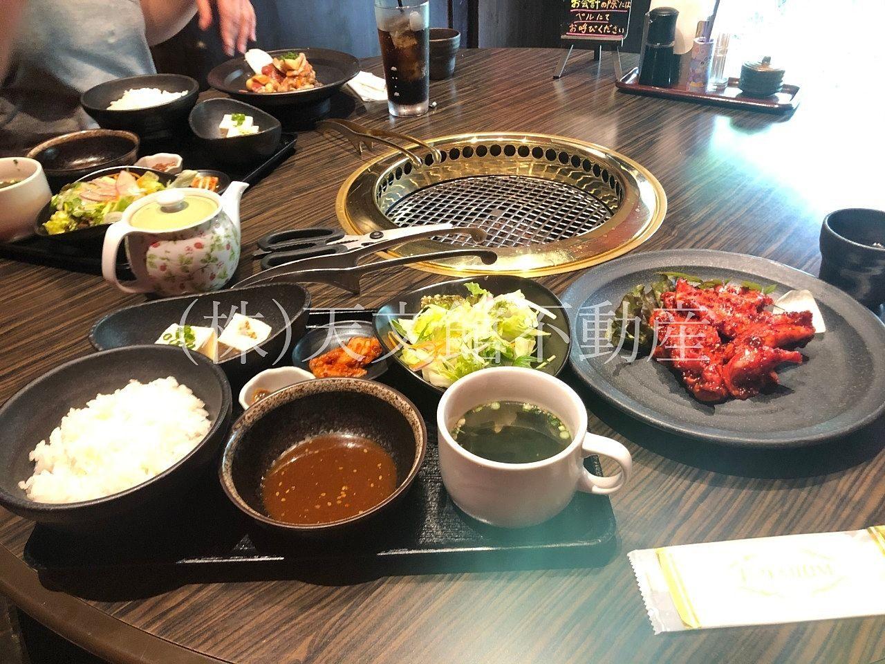 鹿児島県日置市伊集院町猪鹿倉の焼肉・たべもの処松風の定食を二人ともいただきました。