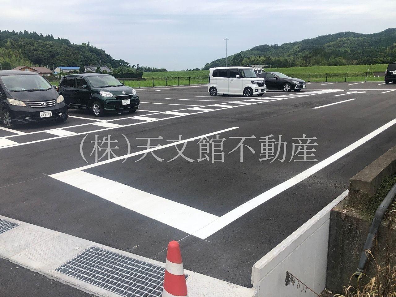 鹿児島県肝属郡の新村畜産は店舗の隣にも駐車場があります。