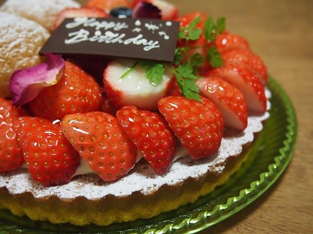 鹿児島市南林寺町の障害者グループホーム桜は利用者様の誕生日にはケーキも降り舞っております。