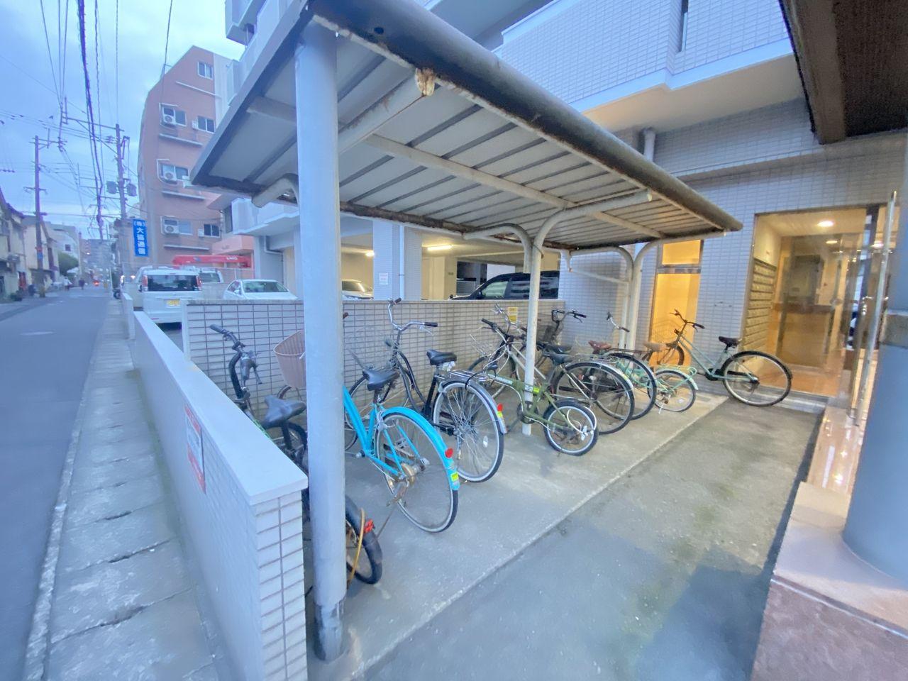 鹿児島市南林寺町にある障がい者グループホーム桜は天文館から徒歩圏内の場所にあり敷地内に駐輪場もあります。