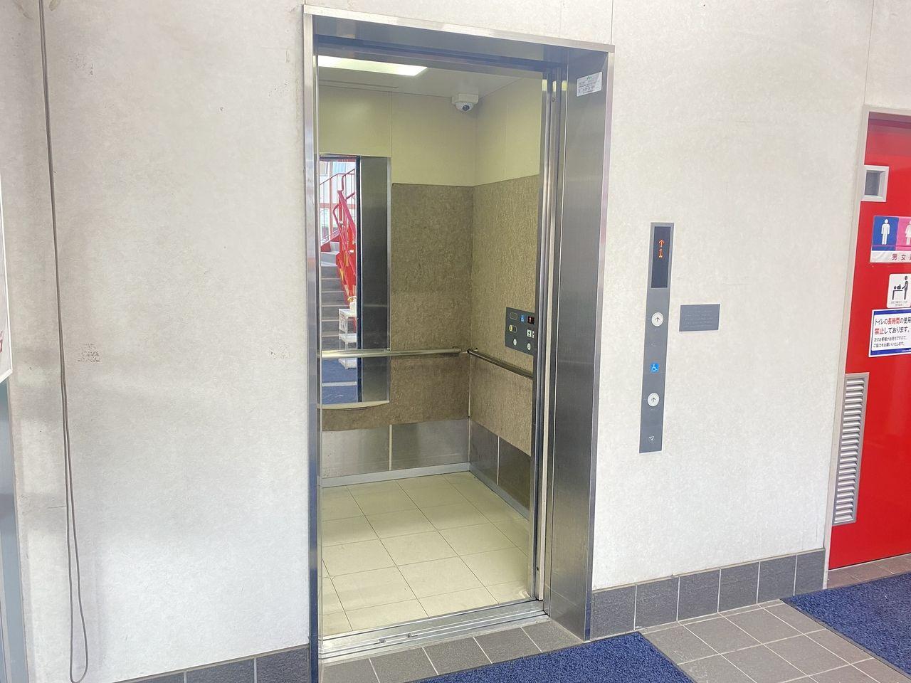 鹿児島市南林寺町の障害者グループホーム桜天文館は徒歩圏内に日用品などが売っているドラッグストアコスモスがあります。エレベータもあり便利なお店です。