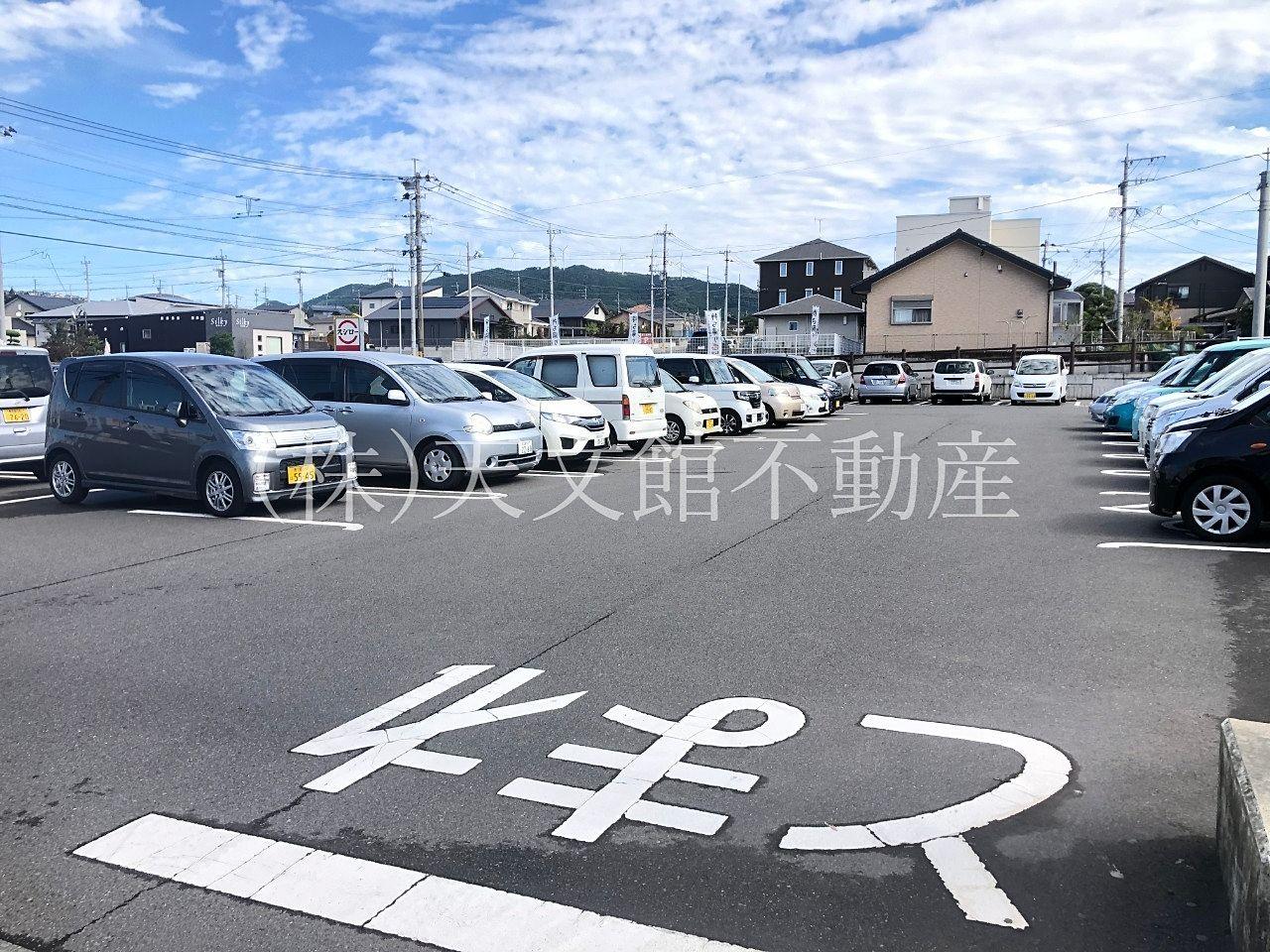 スシロー吉野店 駐車場も広いです。