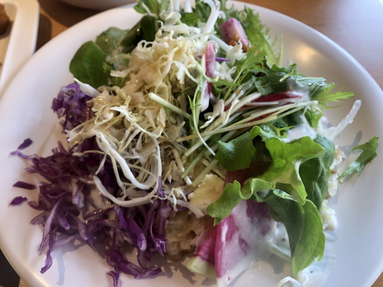 鹿児島市西谷山1丁目のおすすめバイキング農家レストランたわわは野菜の種類が多いので女性に人気です。