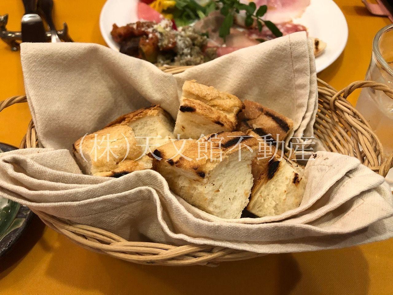 イタリアン料理ピッコロ モンドのパンも美味しかったですよ。