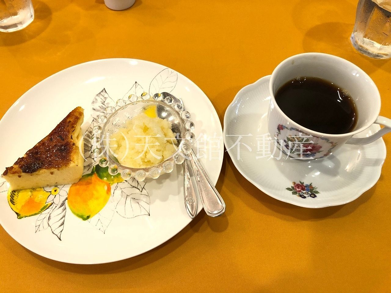 イタリアン料理ピッコロ モンド チーズケーキとコーヒー